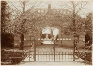 1897 Begraafplaats ingang